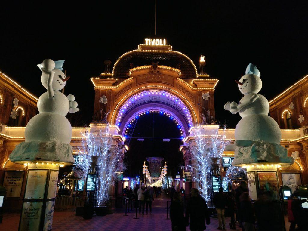 Ingang van Tivoli in winterse sferen