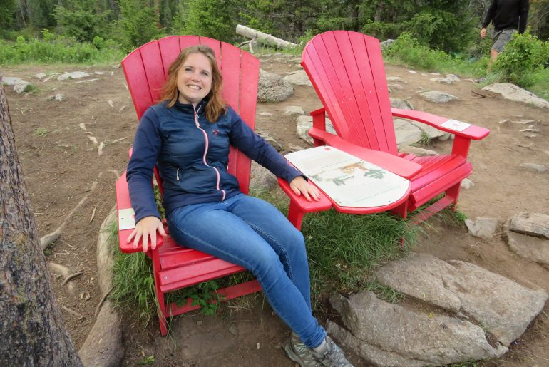 Hikes in Jasper en Banff: Valley of the five lakes | red chairs