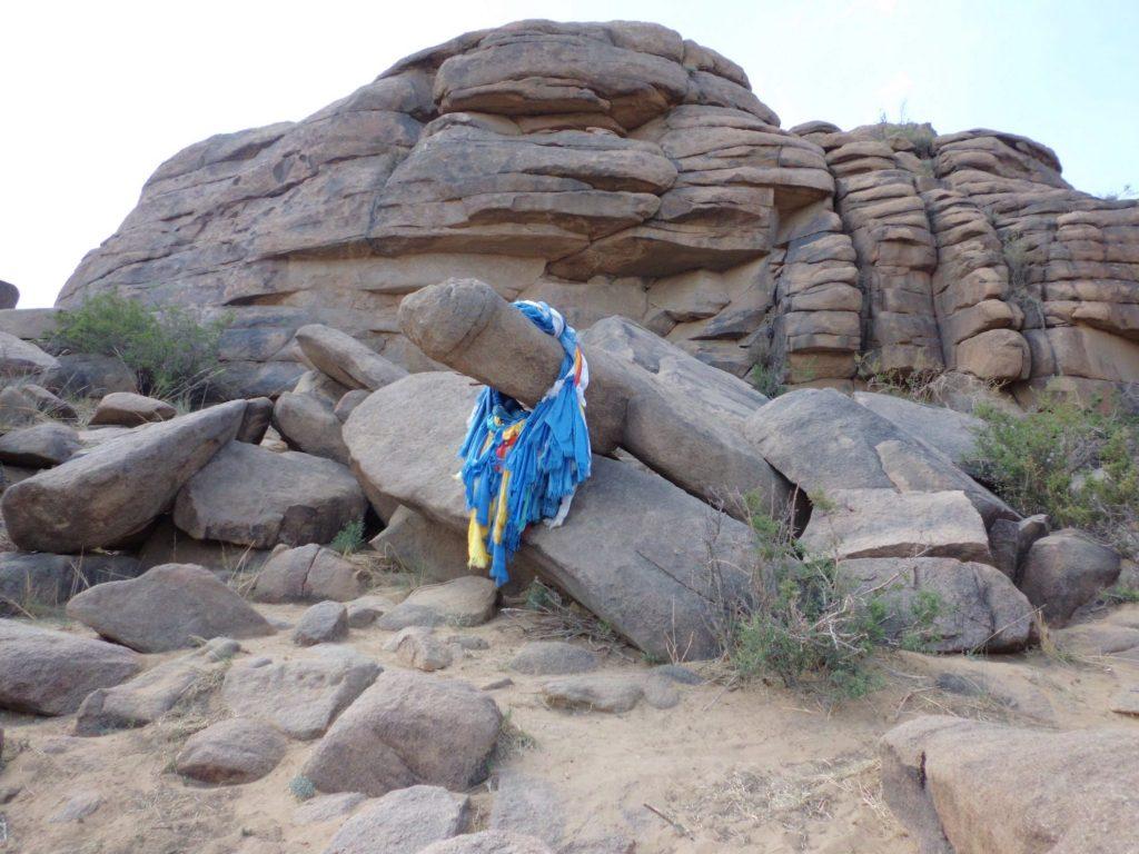 Deze rots wordt door Mongoolse nomaden vereerd