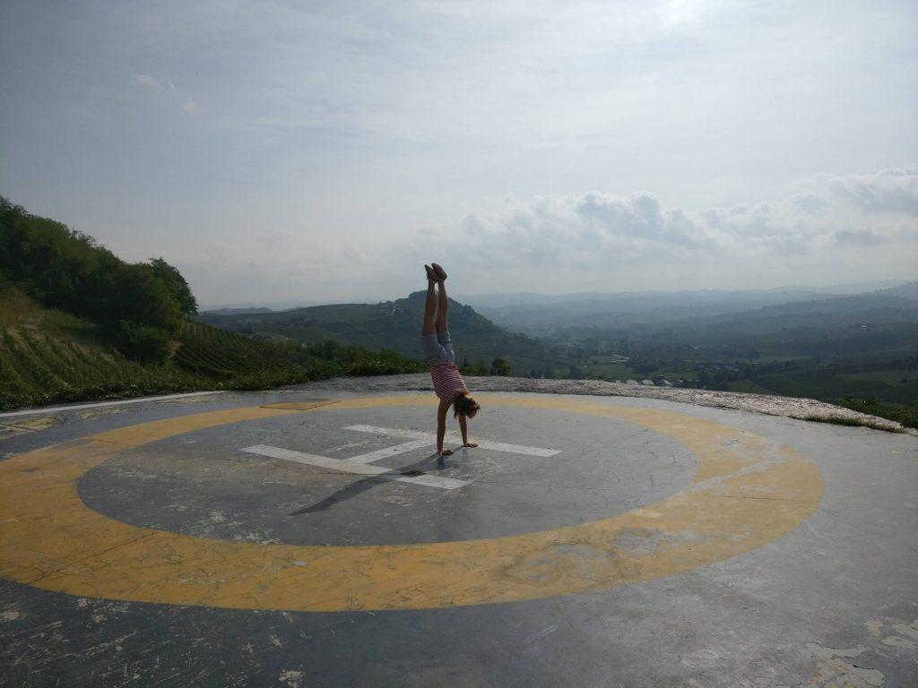 Handstand op het heliplatform | Costigliole d'Asti