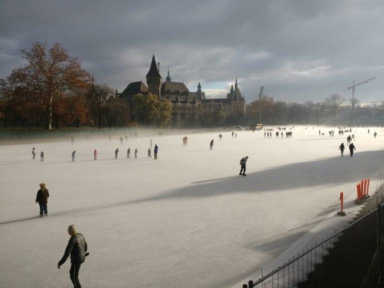 De meest romantische ijsbaan ever | Vajdahunyad kasteel