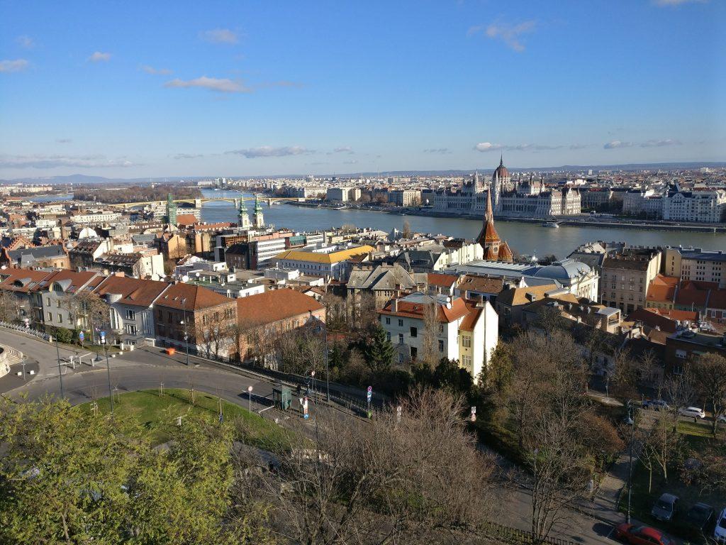 Uitzicht over Boedapest vanaf het Vissersbastion
