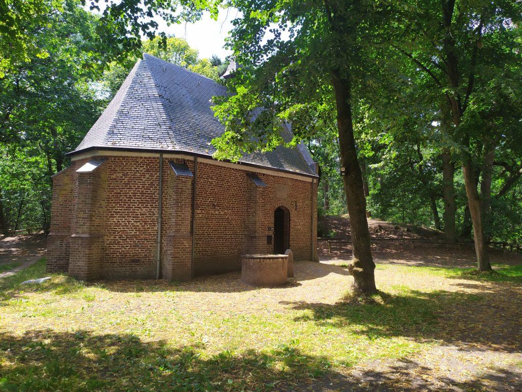 Willibrorduskapel   wandelen in de Boshuizerbergen   Landgoed Geijsteren   Noord-Limburg