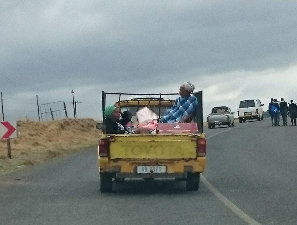 De Zuid Afrikaanse bakkies vervoeren alles, ook mensen